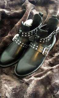 H&M Cut-Out Boots (Size 8 / EUR 39)