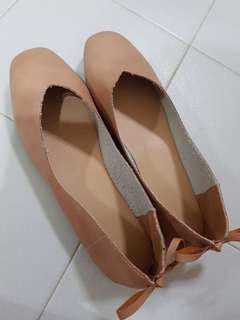 Flat shoe