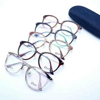 Kacamata gaya berlensa minus