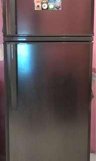 2nd hand: Condura 2 door Refrigerator
