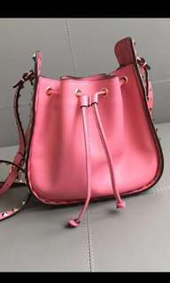 Valentino螢光粉紅窩釘