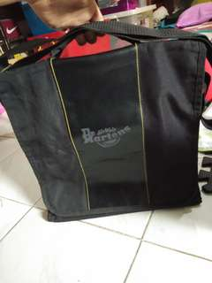 Dr. Martens lappy bag