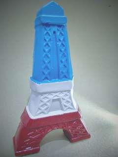 Pajangan Beton Menara Eiffel