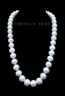 自家緬甸玉石珠寶完美追求者之選 。 價格: $8,800HKD 玉石: 天然淡水正圓白真珠頸鏈 鑲嵌: 9k白金扣 尺寸: 9.7mm/10.5mm