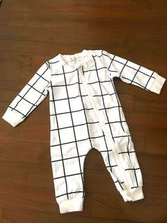 🚚 Baby Long romper in white grid
