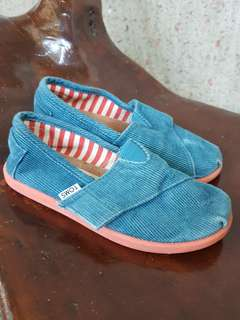 Original TOMS kids Sizr 11.5