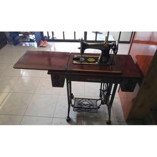 vintage manual sewing machine