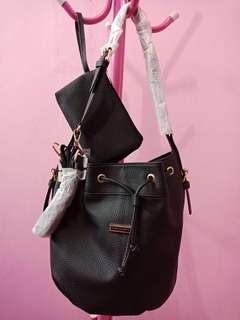 tas fashion charles&keith hitam