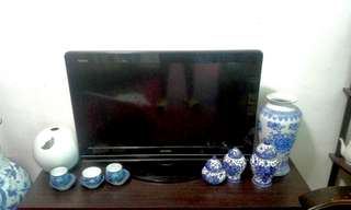 Used Sharp LCD Colour TV 32 inches