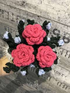 Crochet roses bouquet - hot pink with blue flowers