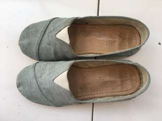 Slip on shoes wakai ukuran 38