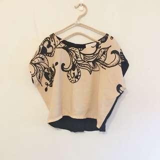 🚚 緞面黑杏雙色拼接花朵幾何圖騰短版上衣may5253