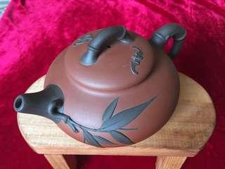 精緻紫砂茶壺(工藝師:應曉忠2007 年作品(竹福壺)):如相片所示