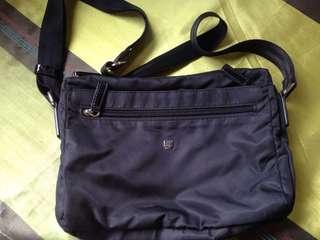 Gun shoulder bag