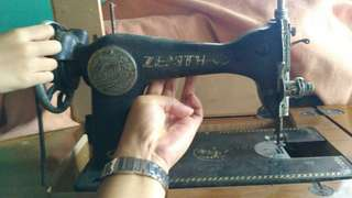 Zenith brand : Vintage Sewing Machine