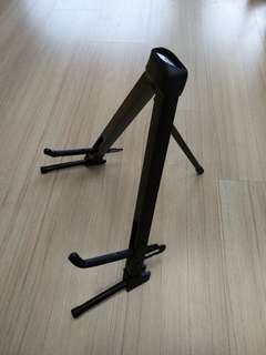 Compact guitar stand for acoustic/electric guitar