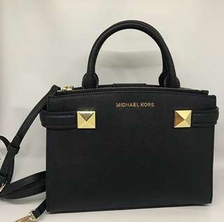 Michael Kors Karla sz Small 25x20 in Black