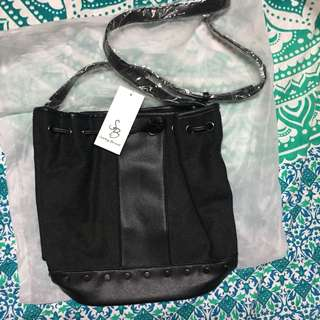 FREEPOS SOMETHING BORROWED BUCKET BAG