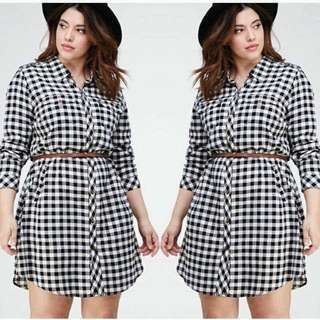 CHECKERED PLUS SIZE DRESS WITH BELT