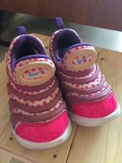 🚚 NIKE女童運動球鞋