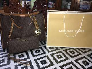 ORIGINAL MICHEAL KORS BAG.