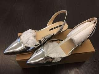 🚚 銀色亮面高跟鞋(原價$1290)