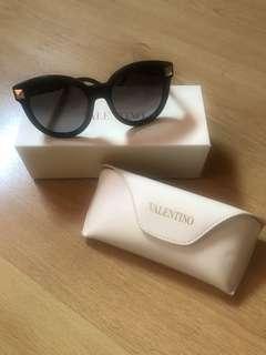 🎉20% Off🎉 Valentino Sunglasses