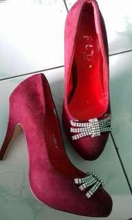 Heels Merah Maroon