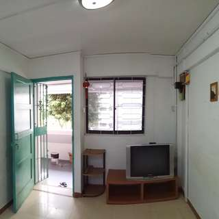 328 Clementi Ave 2 3rm Flat Rental. 5min to MRT. Near Clementi Mall.