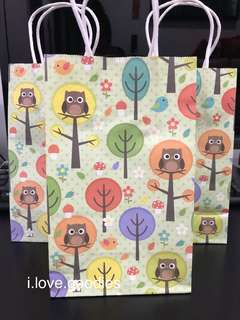 Kraft bag, paper bag with colorful print - goodies bag, door gifts carrier