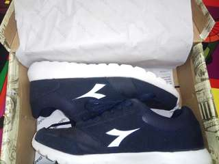 Sepatu sneakers biru navy putih shoes