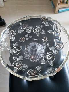 A classic crystal fruit dish. Size 13 inches