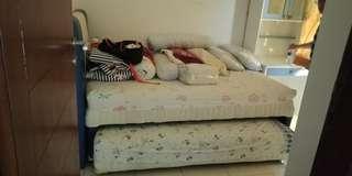 Tempat tidur 3 kaki double bed atas bawah