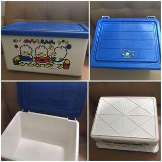 Sanrio Ahiru No Pekkle 鴨仔 1991 年 儲物膠箱(18 L x 14 W x 9 H 吋) (** 有用過痕跡 **) (** 只限北角地鐵站交 **)