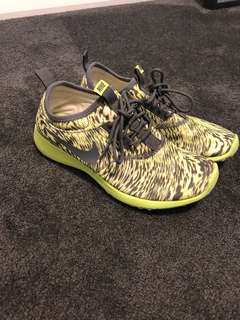 Nike Green size 7