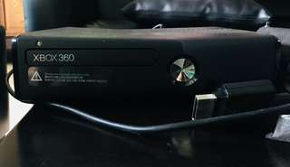 XBOX 360 W/ KINECT & 2 CONTROLLERS