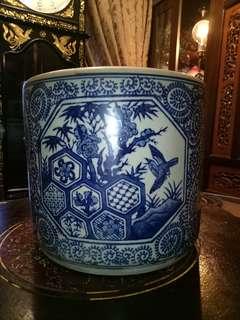 Chinese vintage blue white flower pot vase handpainted