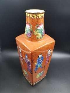 八仙賀典花瓶(珍藏超過6O年)