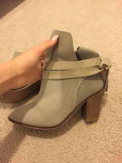 Women's Size 7 suede boots