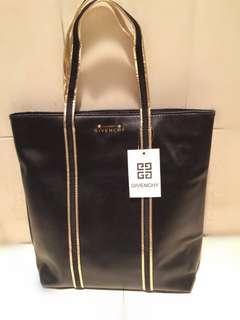 Givenchy Parfums 黑色 仿羊皮 金色圍邊 單膊/手挽袋 (Tote Bag) ~ 專櫃VIP贈品