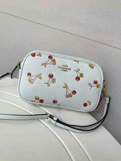 Coach classy sling bag :)