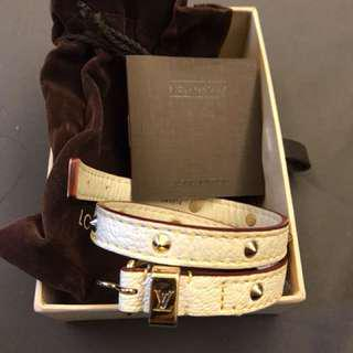 🚚 Louis Vuitton LV 金色鉚釘 山羊皮 皮手環 皮頸環