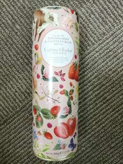 Crabtree strawberry & clotted cream biscuit