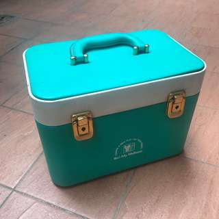 台灣 早期收藏 經典 懷舊 特殊雙色 藍綠色 台式 中古 硬殼 皮革 大型 化妝箱 (附鏡子、鑰匙、收納盤)