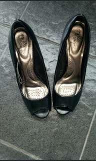 heels payless