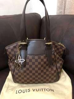 Lv verona MM 2011 with arm bag