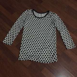 B & W Knitted Long Sleeves Sweater with Heart Pattern