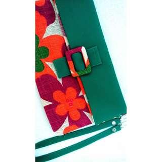 🚚 墨綠 * 夏威夷 花朵 艷彩繽紛 休閒草編磁釦手拿包/肩背包