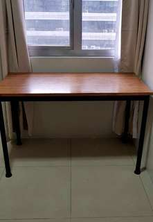 Very sturdy heavy duty computer table.