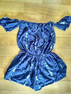 Blue patterned romper 蓝色连衣裙